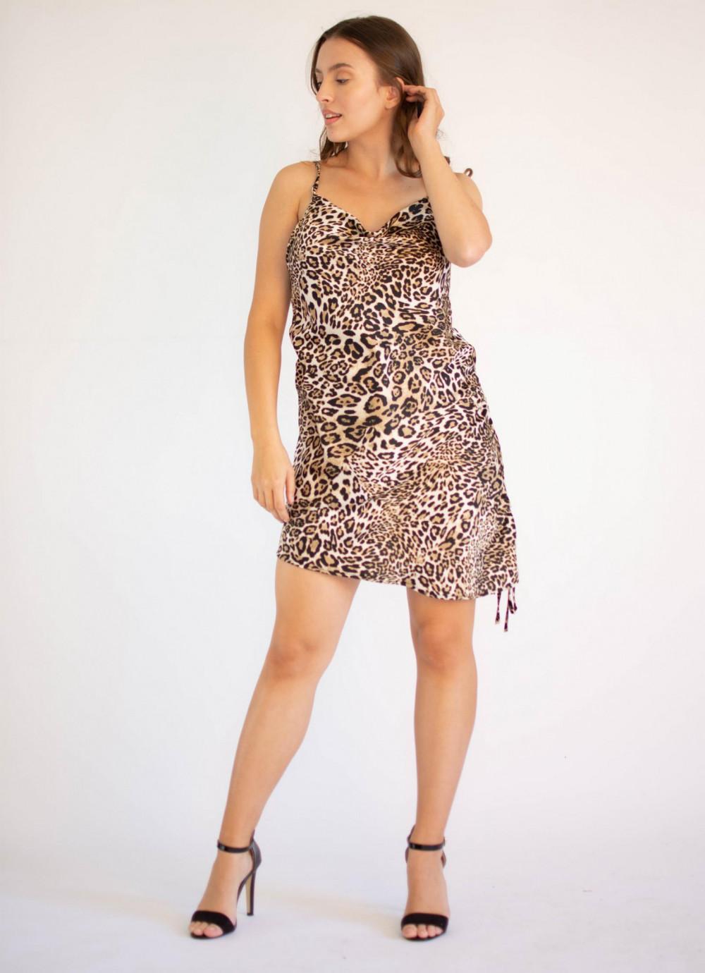 Sukienka seksowna na ramiączkach z wyciętymi plecami Adrienne 2