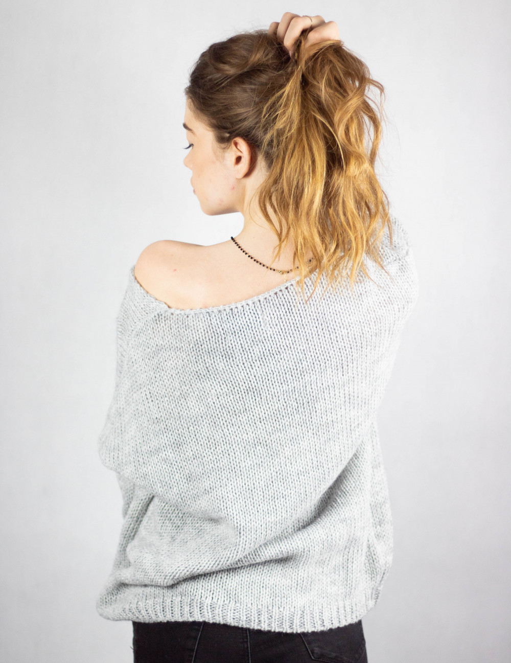 Szary sweter V-Neck Mona 3