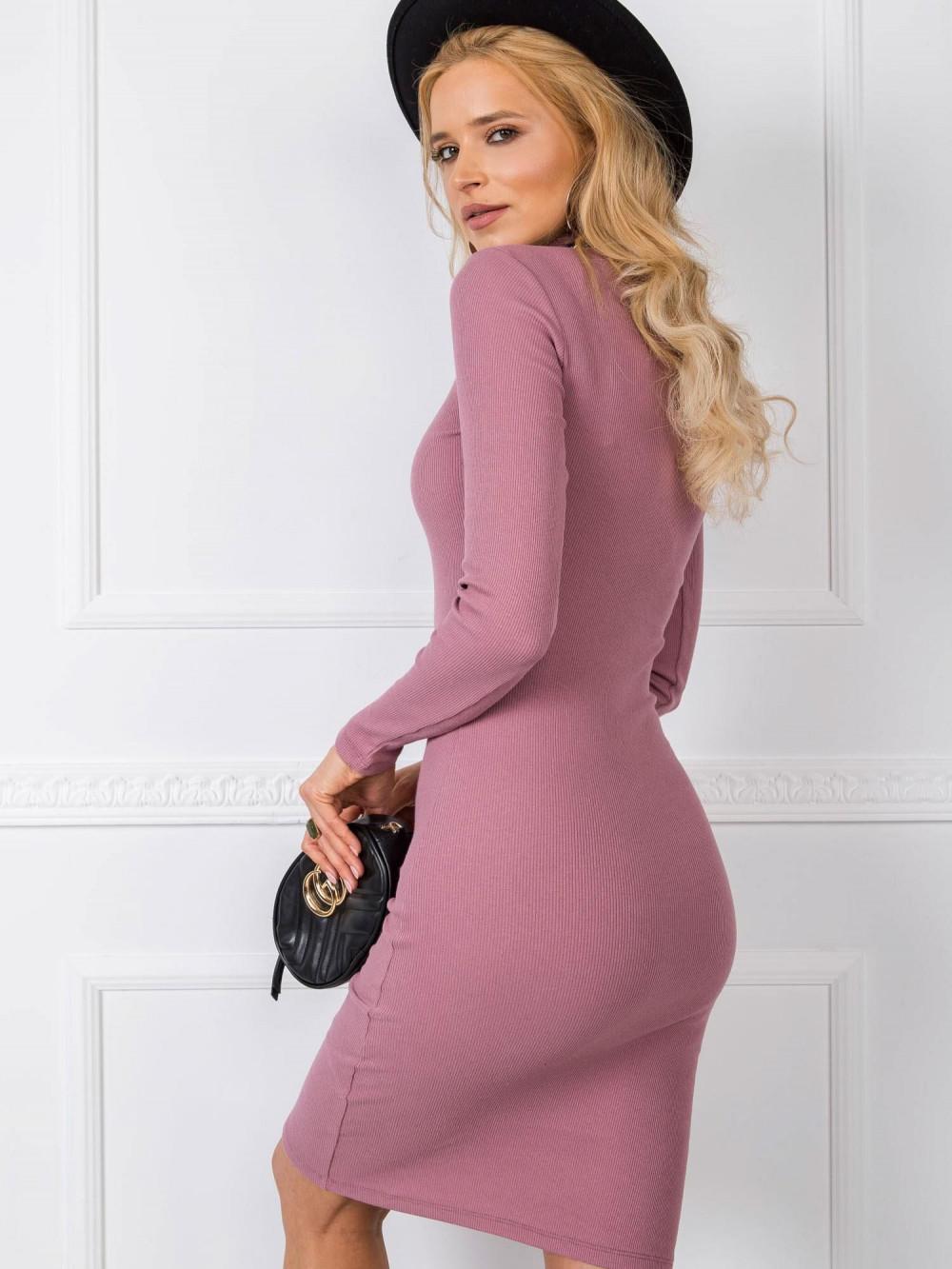 Brudnoróżowa dopasowana sukienka z golfem Amboise 2