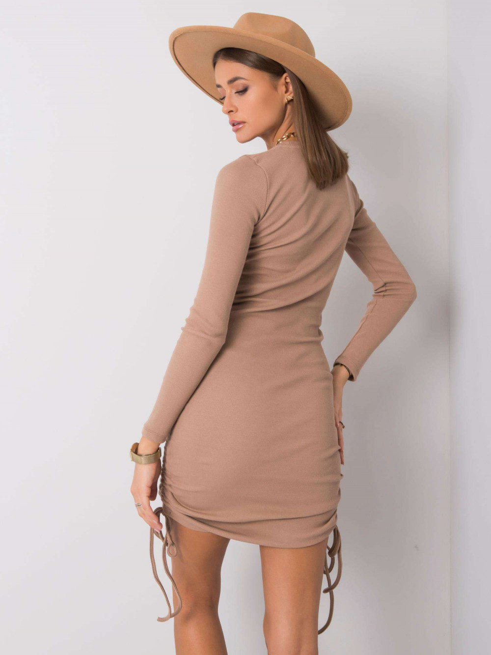 Beżowa dopasowana sukienka z wiązaniami Lille 3