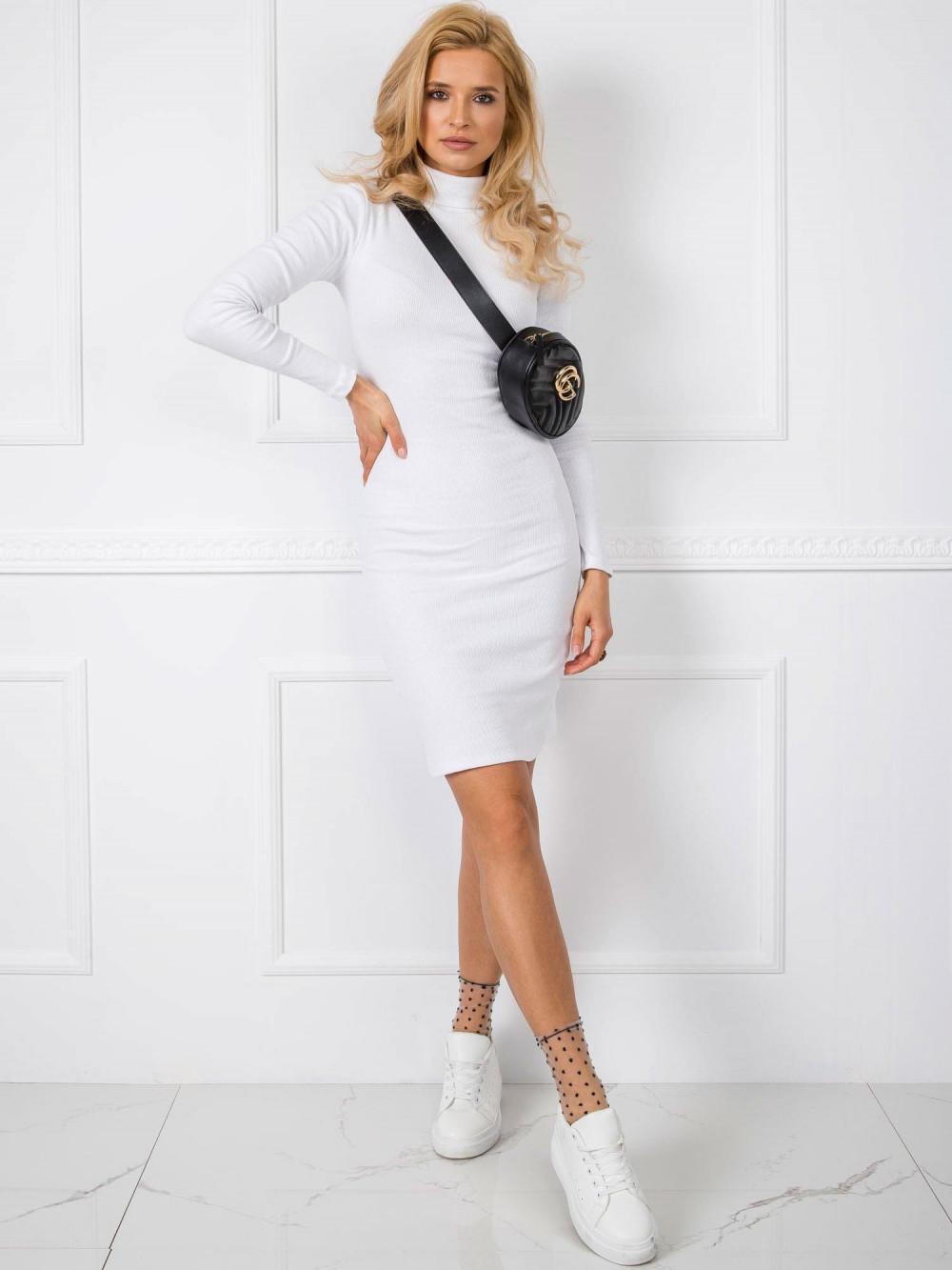 Biała dopasowana sukienka z golfem Valence 2