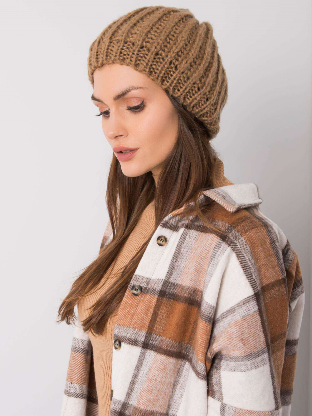 Brązowa czapka damska Nevers 1
