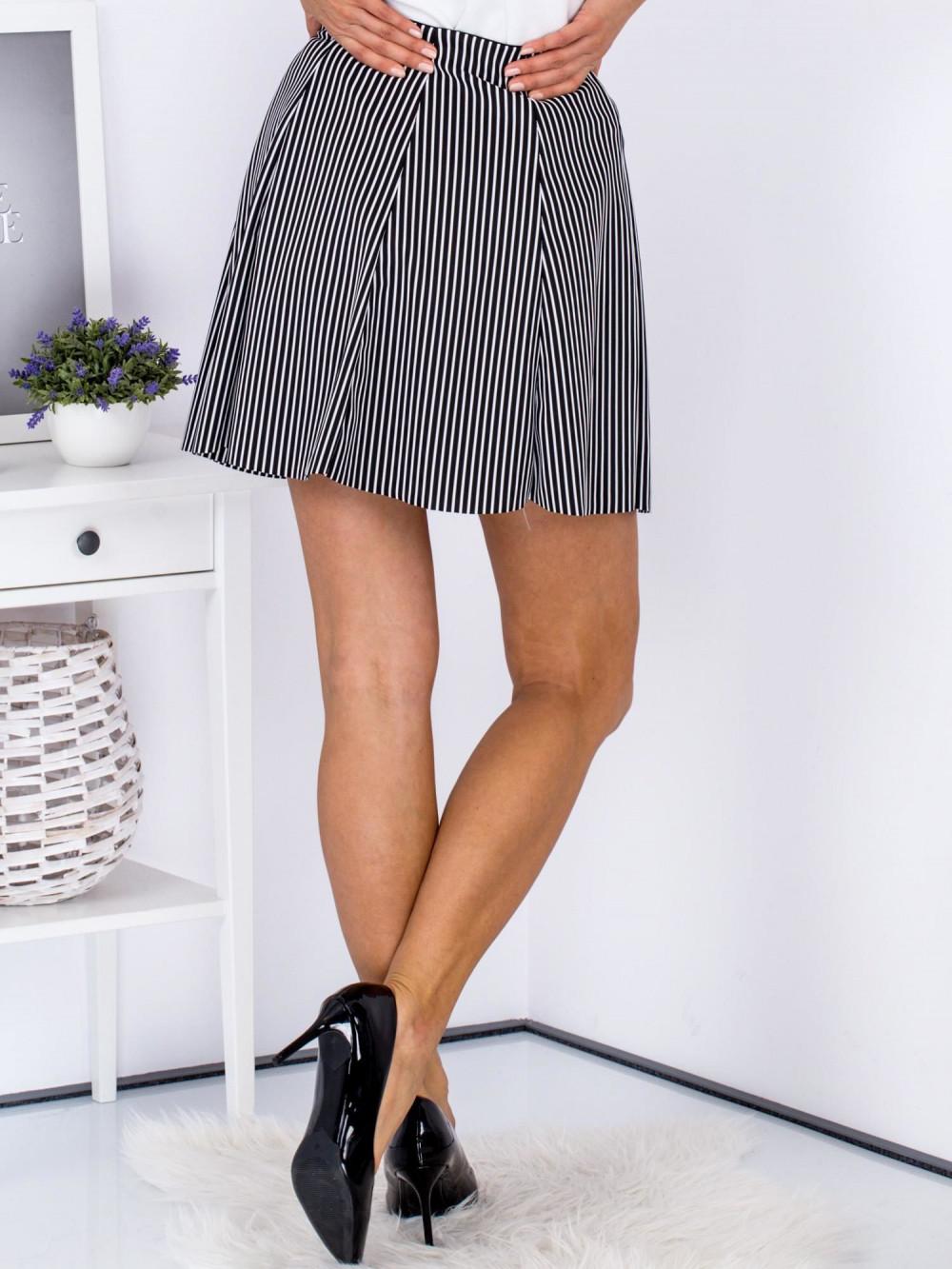 Czarna rozkloszowana spódnica w paski Basilicata 2