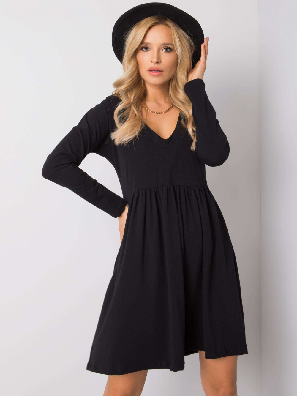 Czarna sukienka rozkloszowana Ferrara 5