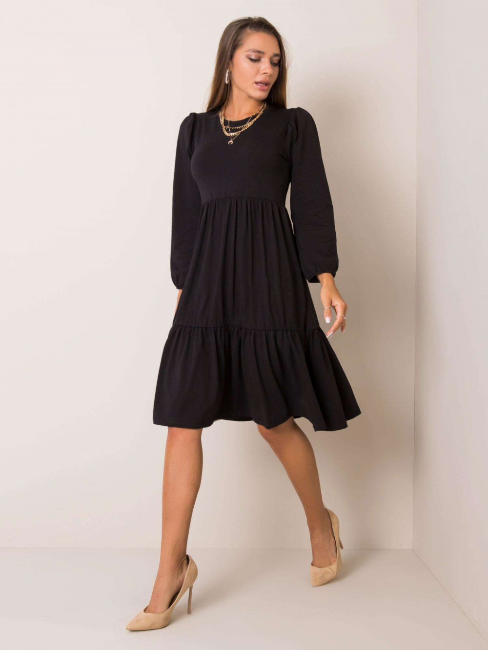 Czarna sukienka midi z falbankami Sassari 3
