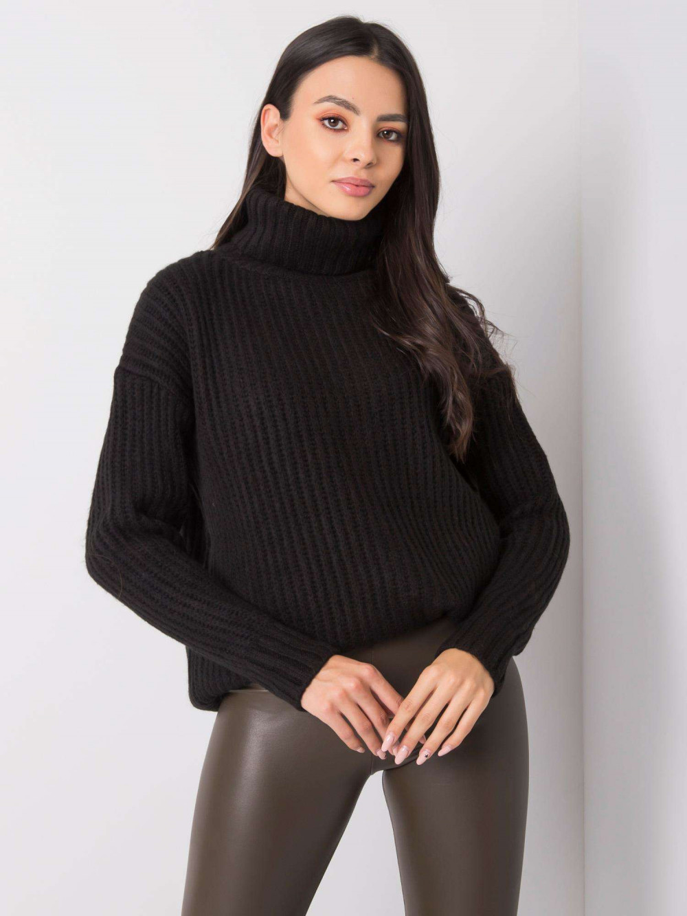 Czarny duży sweter z golfem Tivoli 2