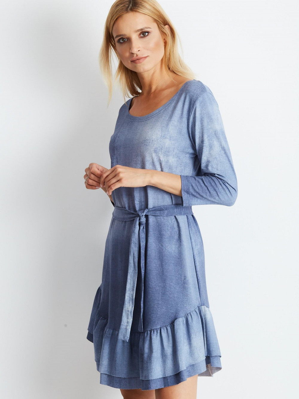 Niebieska sukienka rozkloszowana z falbanką Ermont 1