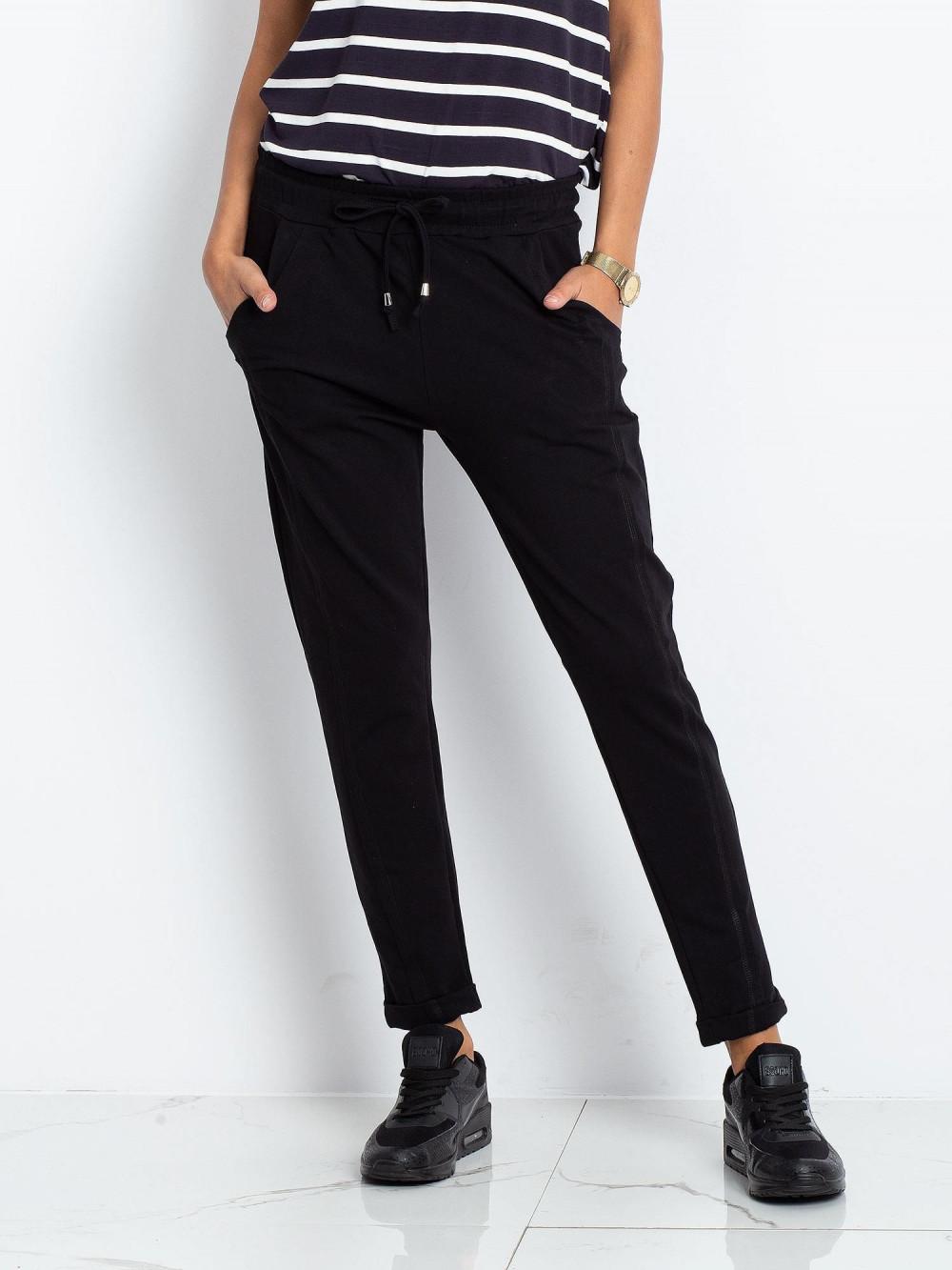 Czarne spodnie dresowe z kieszeniami Viole 2