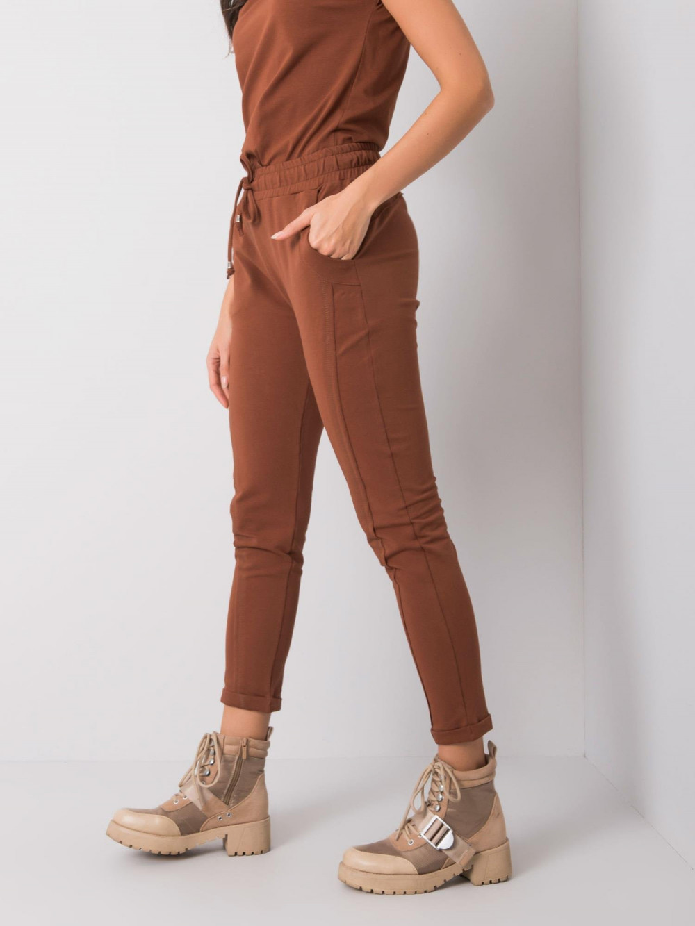 Brązowe spodnie dresowe z kieszeniami Viole 3