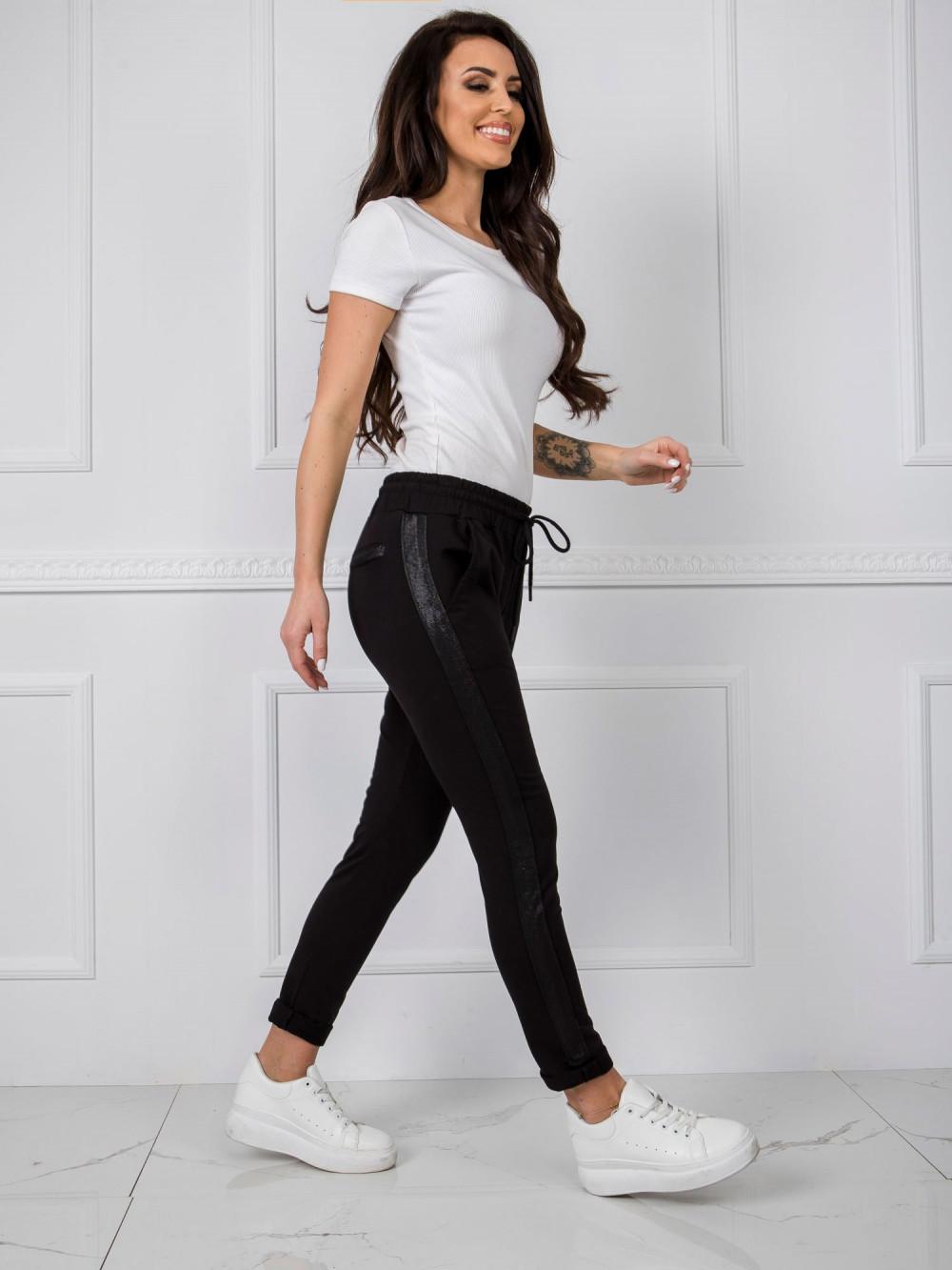 Czarne dresowe spodnie z lampasami Nikki 1