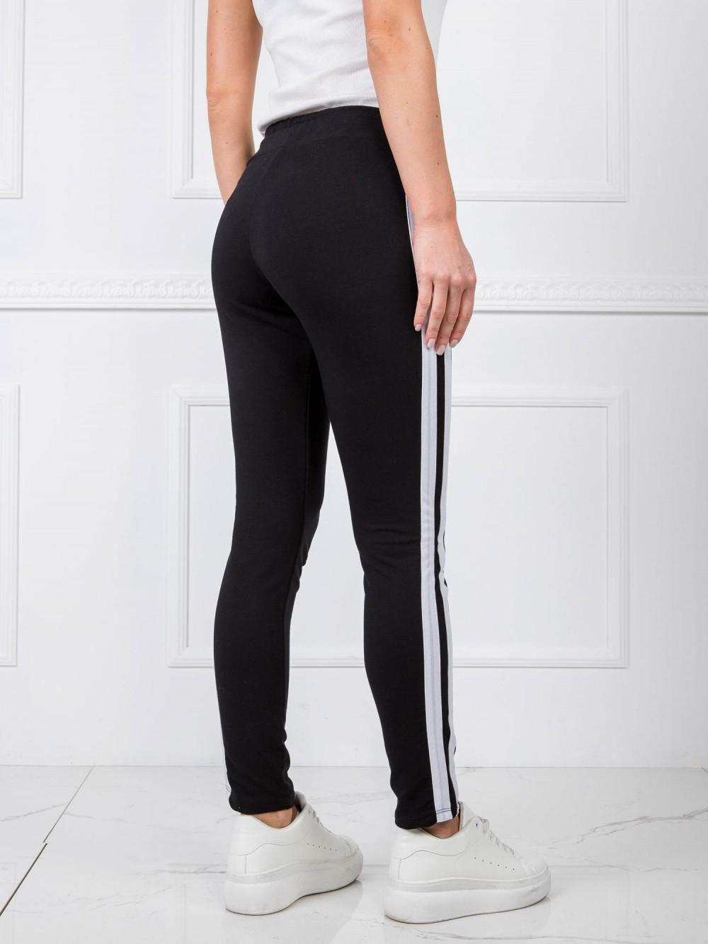 Czarne spodnie dresowe z lampasami Iris 4