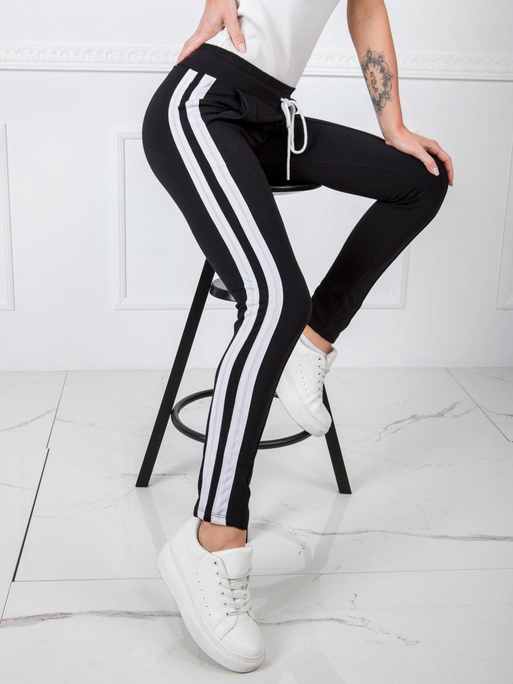Czarne spodnie dresowe z lampasami Iris 3