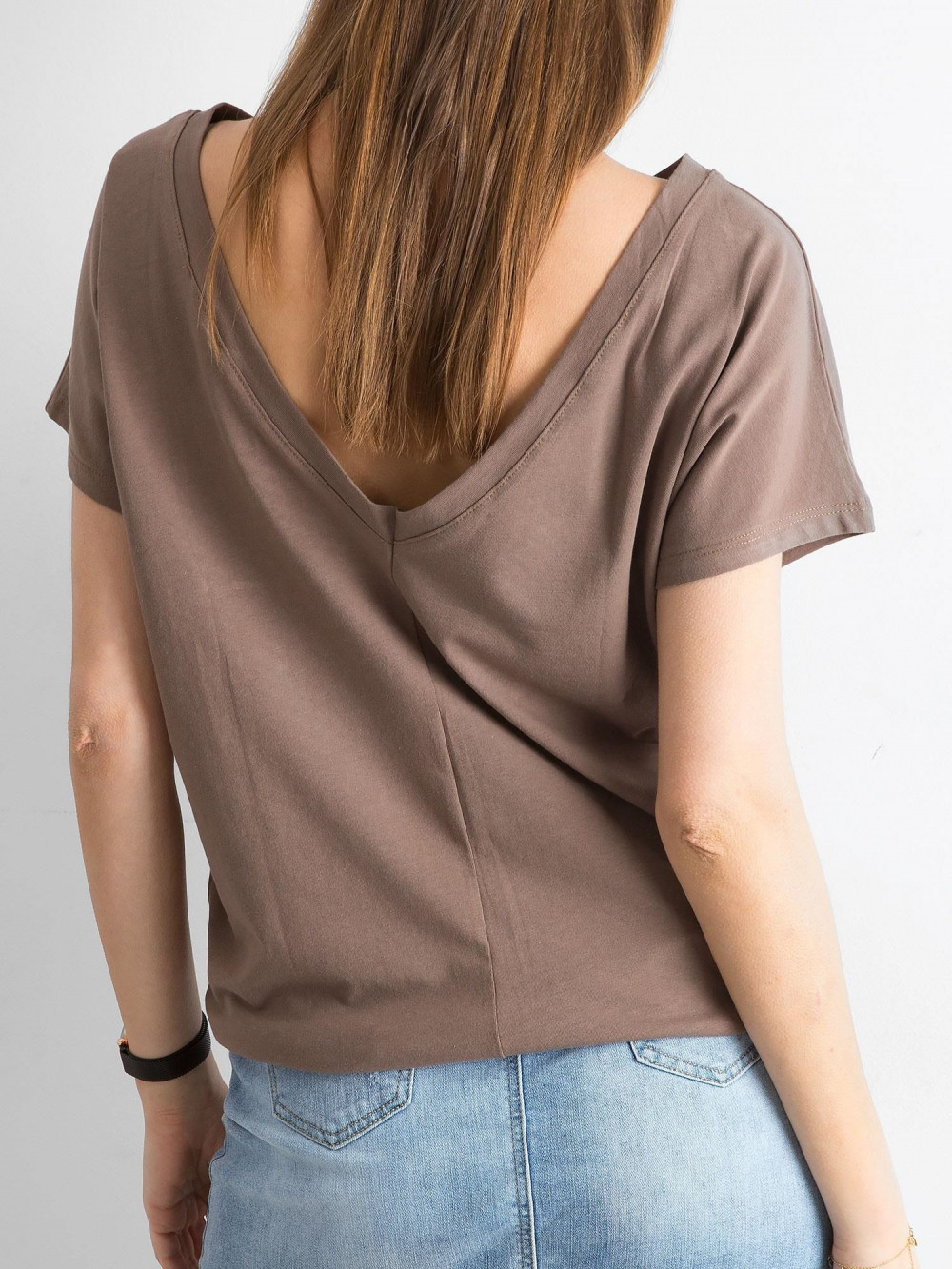 Brązowy t-shirt z wycięciem V na plecach Sharon 1