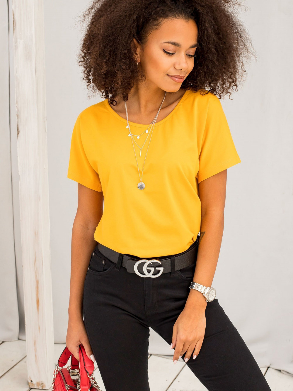 Jasnopomarańczowy t-shirt z wycięciem na plecach Sofie 3