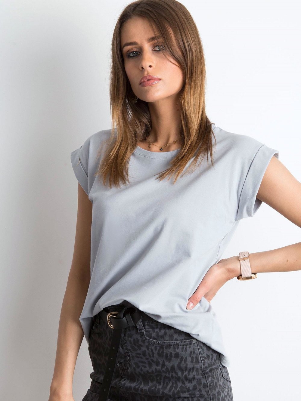 Jasnoszary t-shirt z zawijanymi rękawkami Nami 2