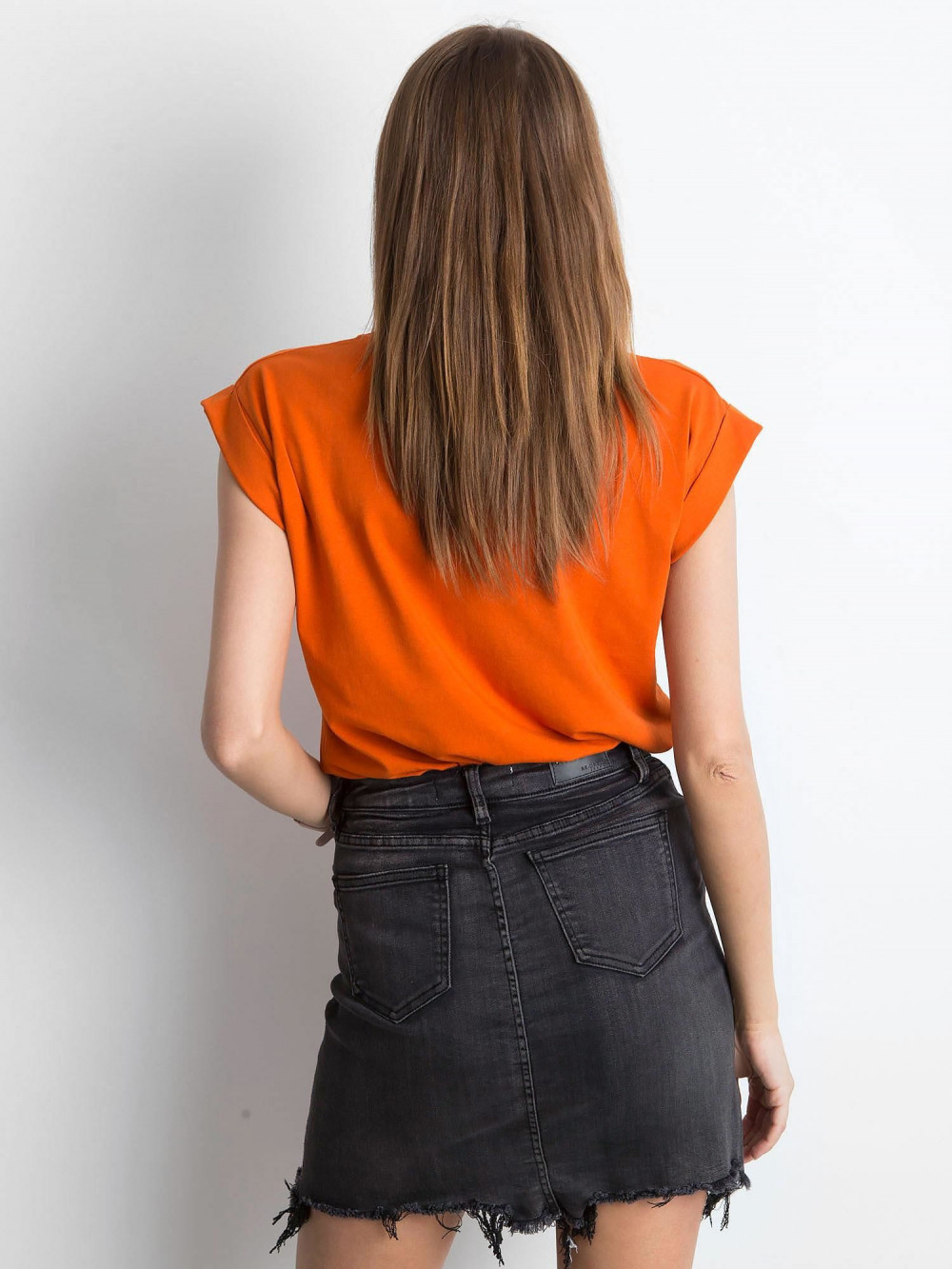 Ciemnopomarańczowy t-shirt z zawijanymi rękawkami Nami 3