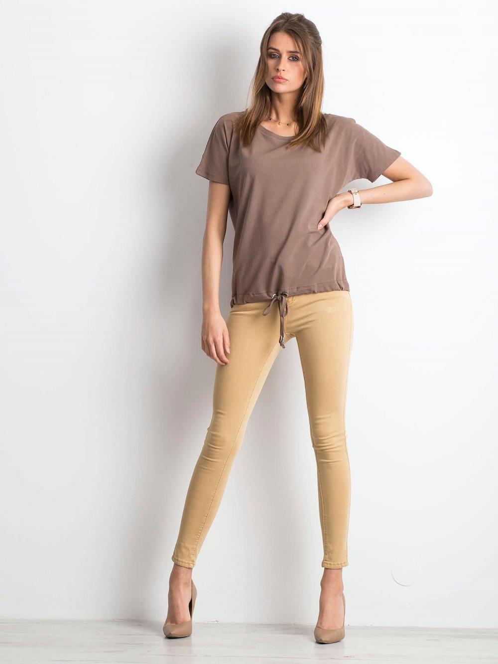 Kawowy t-shirt z wiązaniem Faso 4