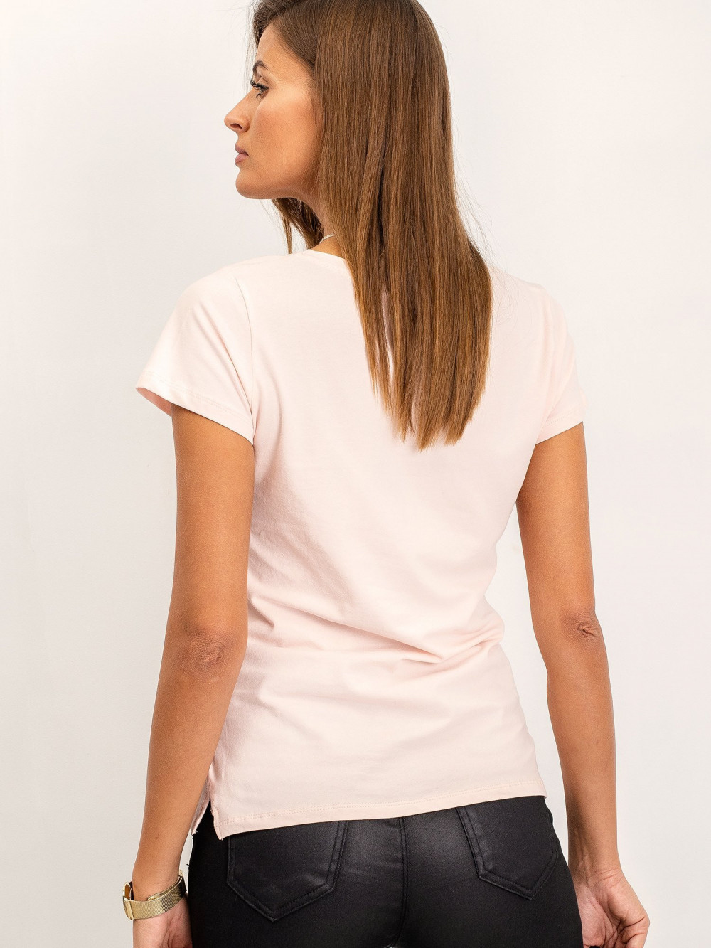 Jasnoróżowy t-shirt z dekoltem V-Neck Amy 4