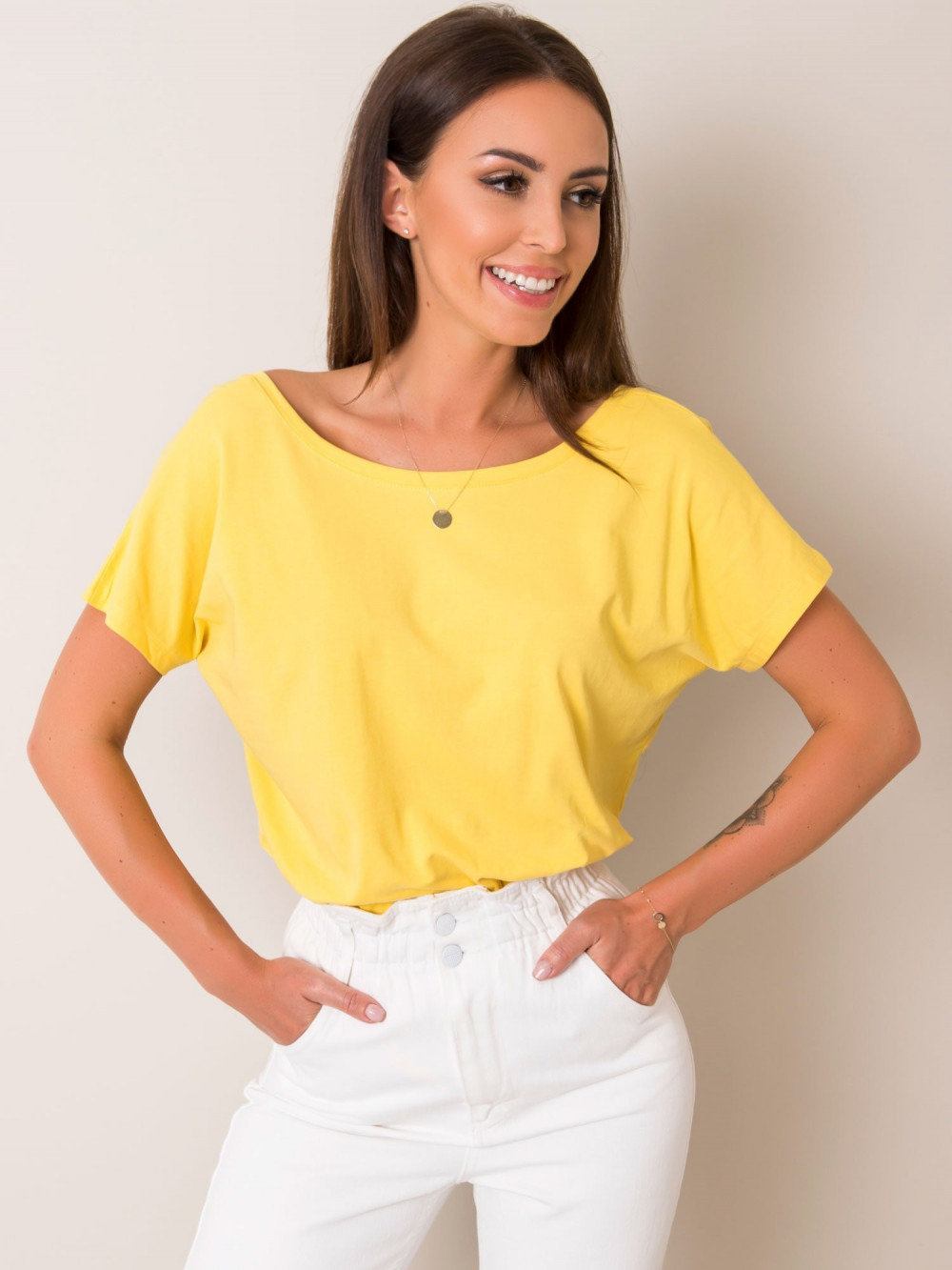 Żółty t-shirt z wycięciem V na plecach Sharon 2