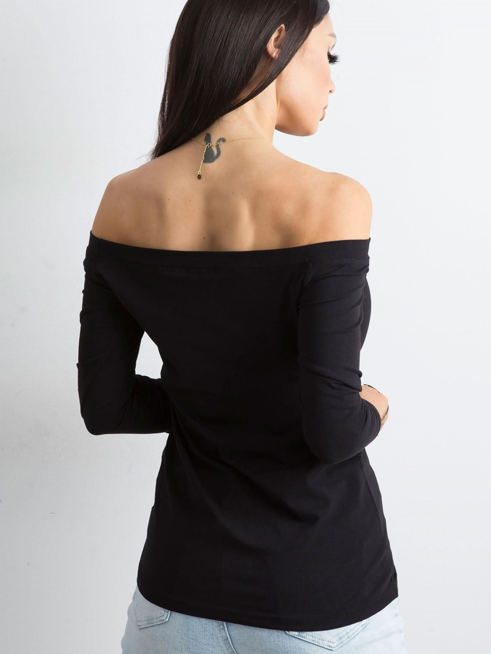 Czarna bluzka off-shoulder Vienne 4