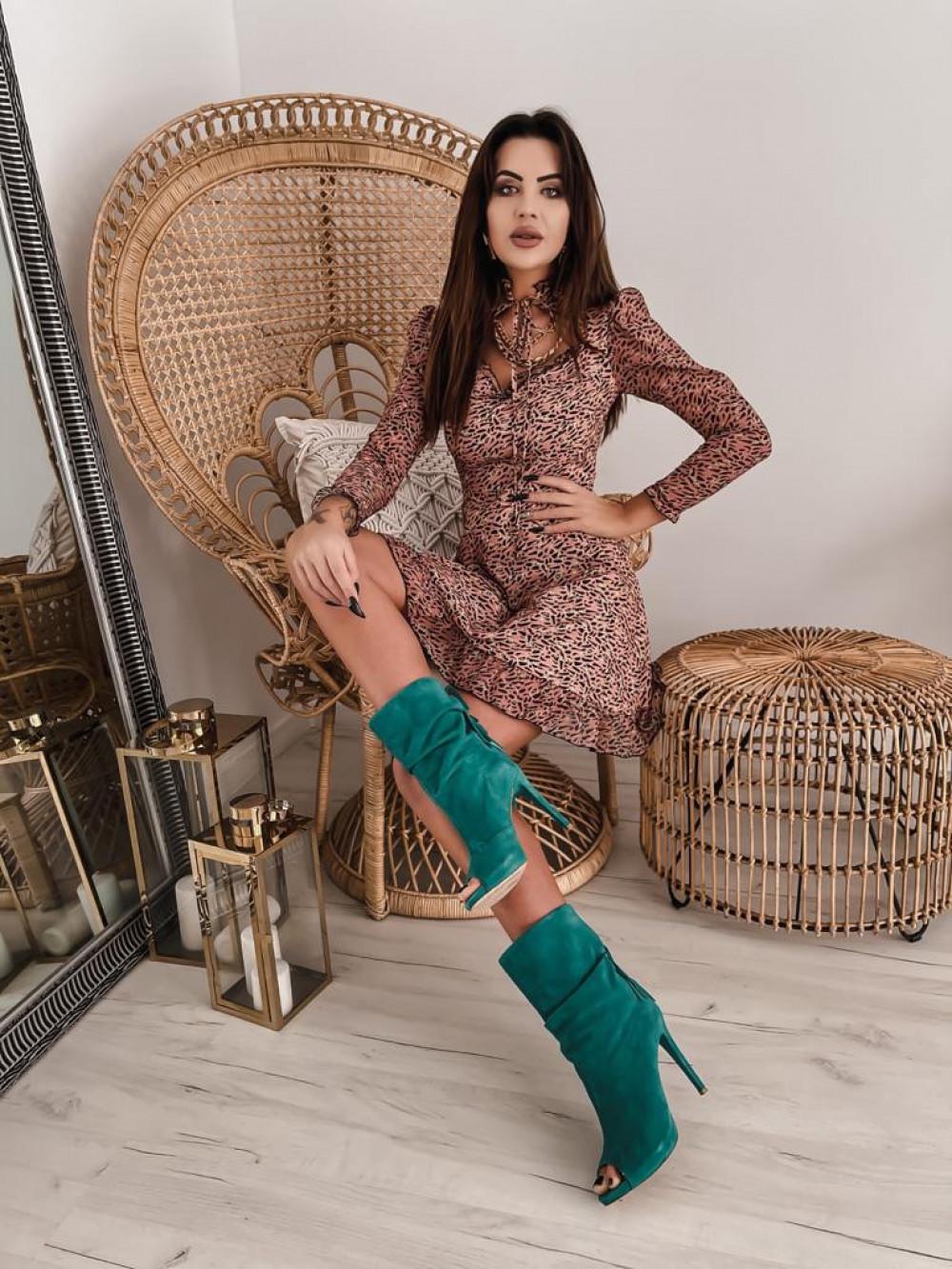 Łososiowa sukienka szyfonowa Libra 2