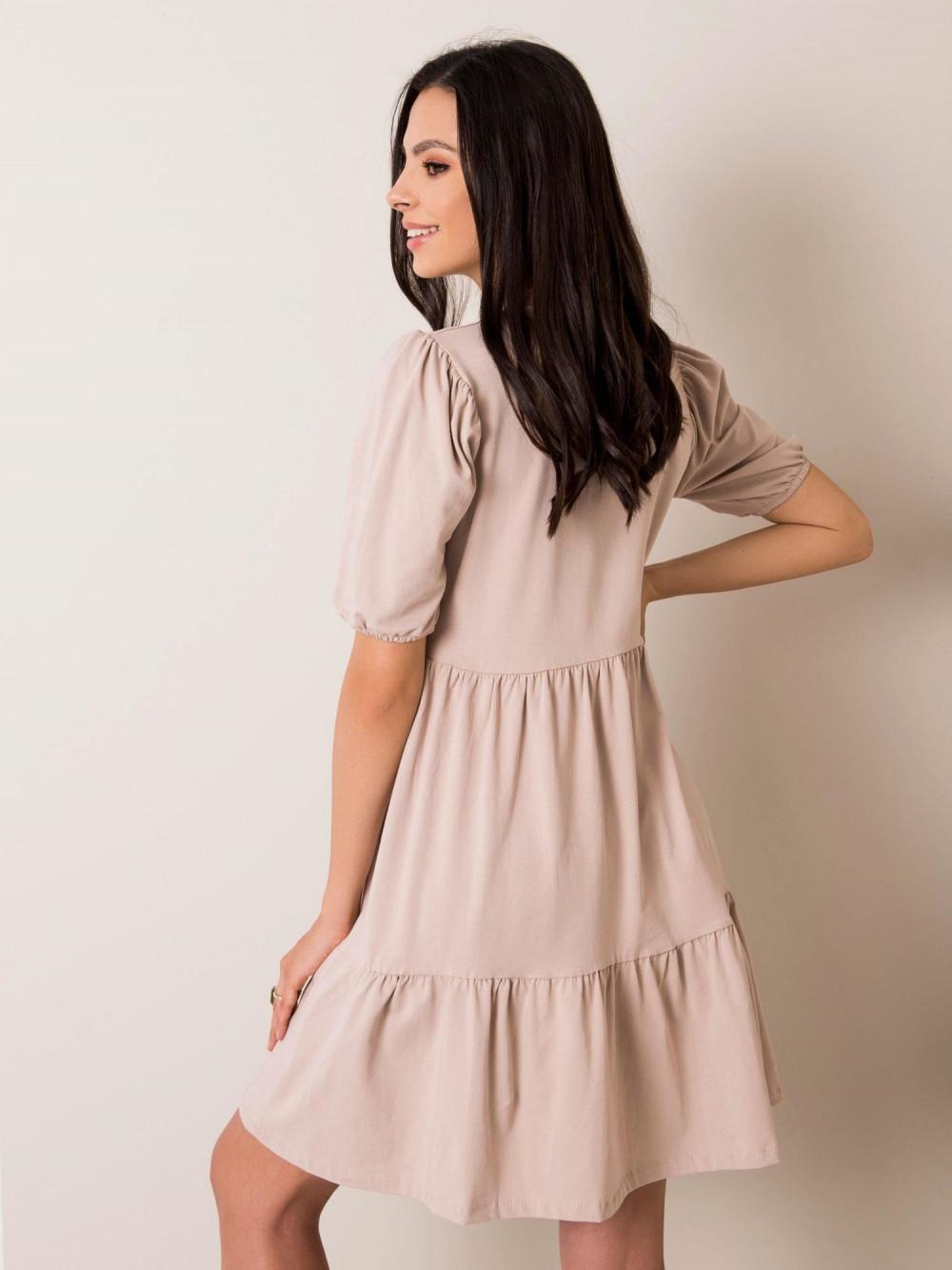 Beżowa sukienka rozkloszowana z falbankami Angeles 2