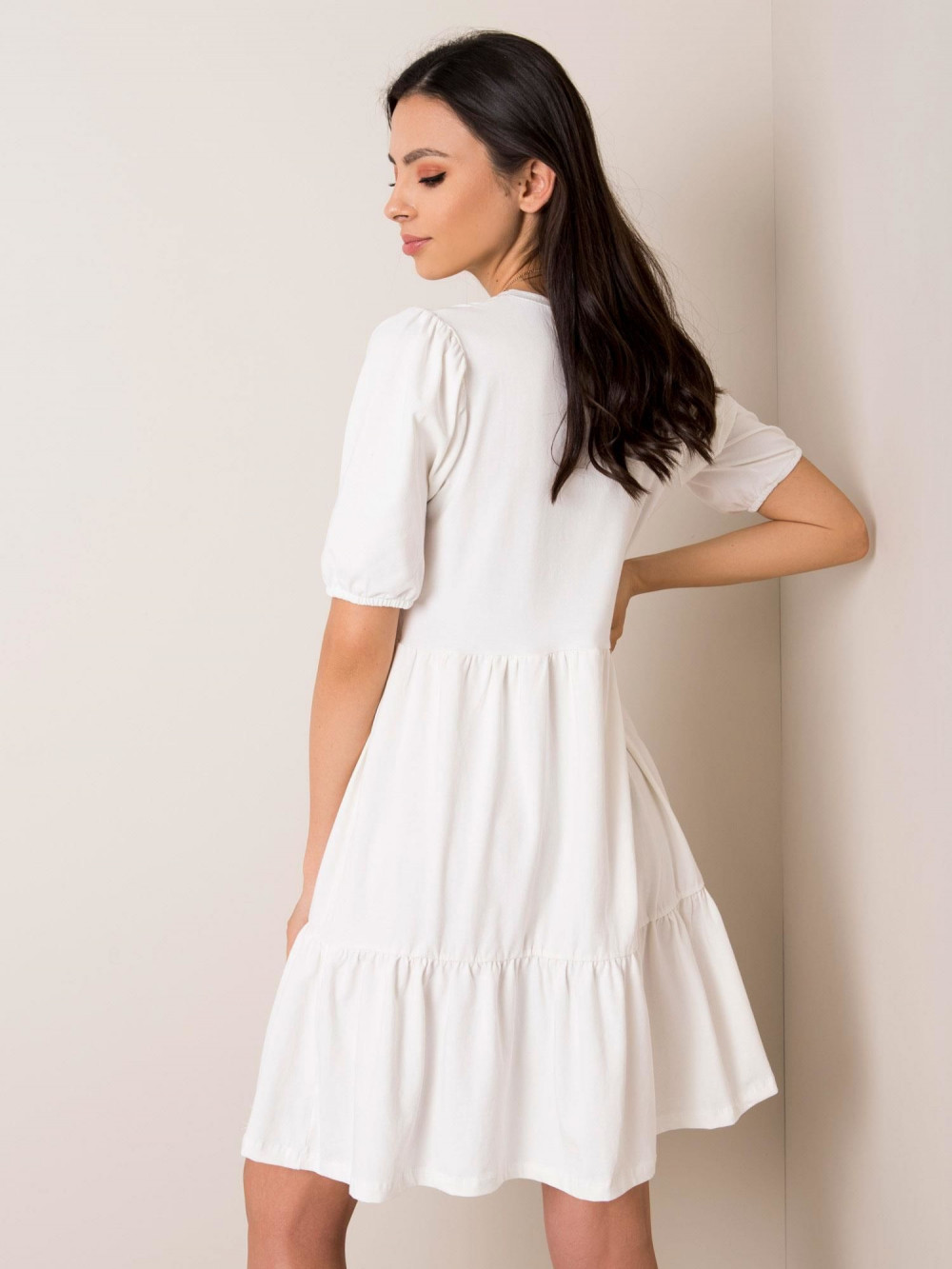 Biała sukienka rozkloszowana z falbankami Angeles 2