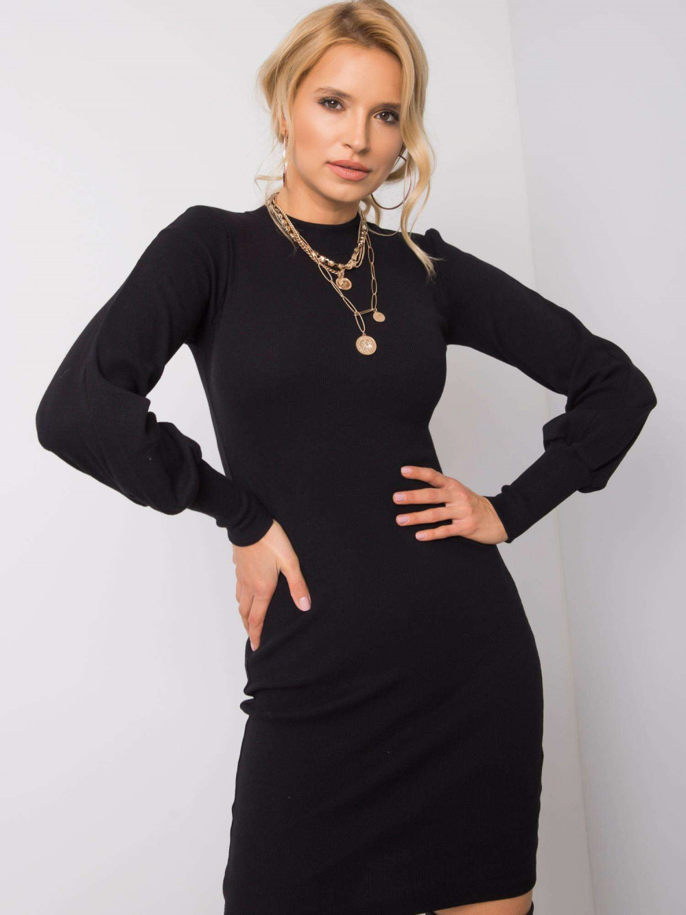 Czarna dopasowana sukienka z bufiastymi rękawami Boise 1