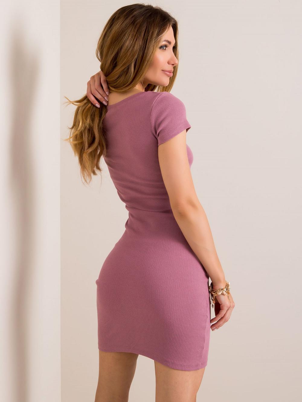 Brudnoróżowa dopasowana sukienka z krótkim rękawem Ally 2