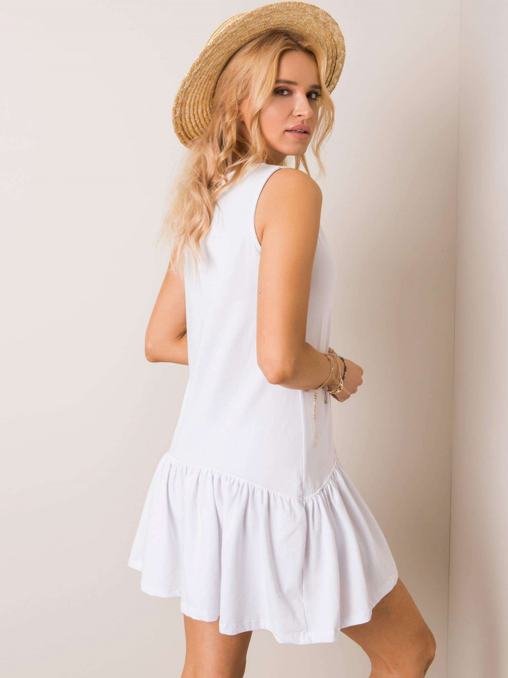Biała sukienka bez rękawów z falbanką Saint 2