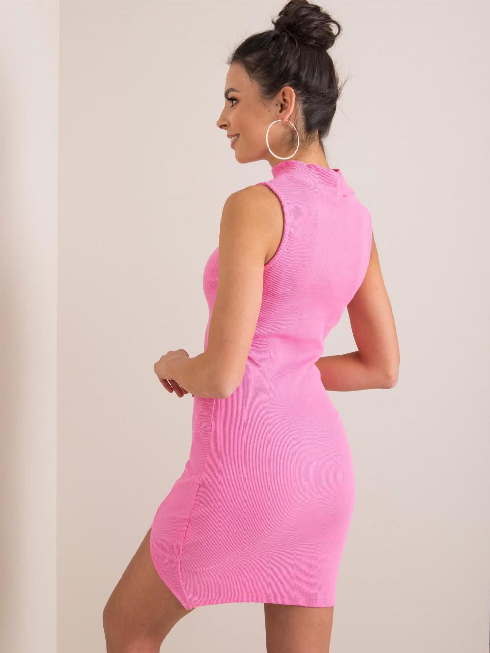 Różowa sukienka z wycięciem na nodze Downey 2