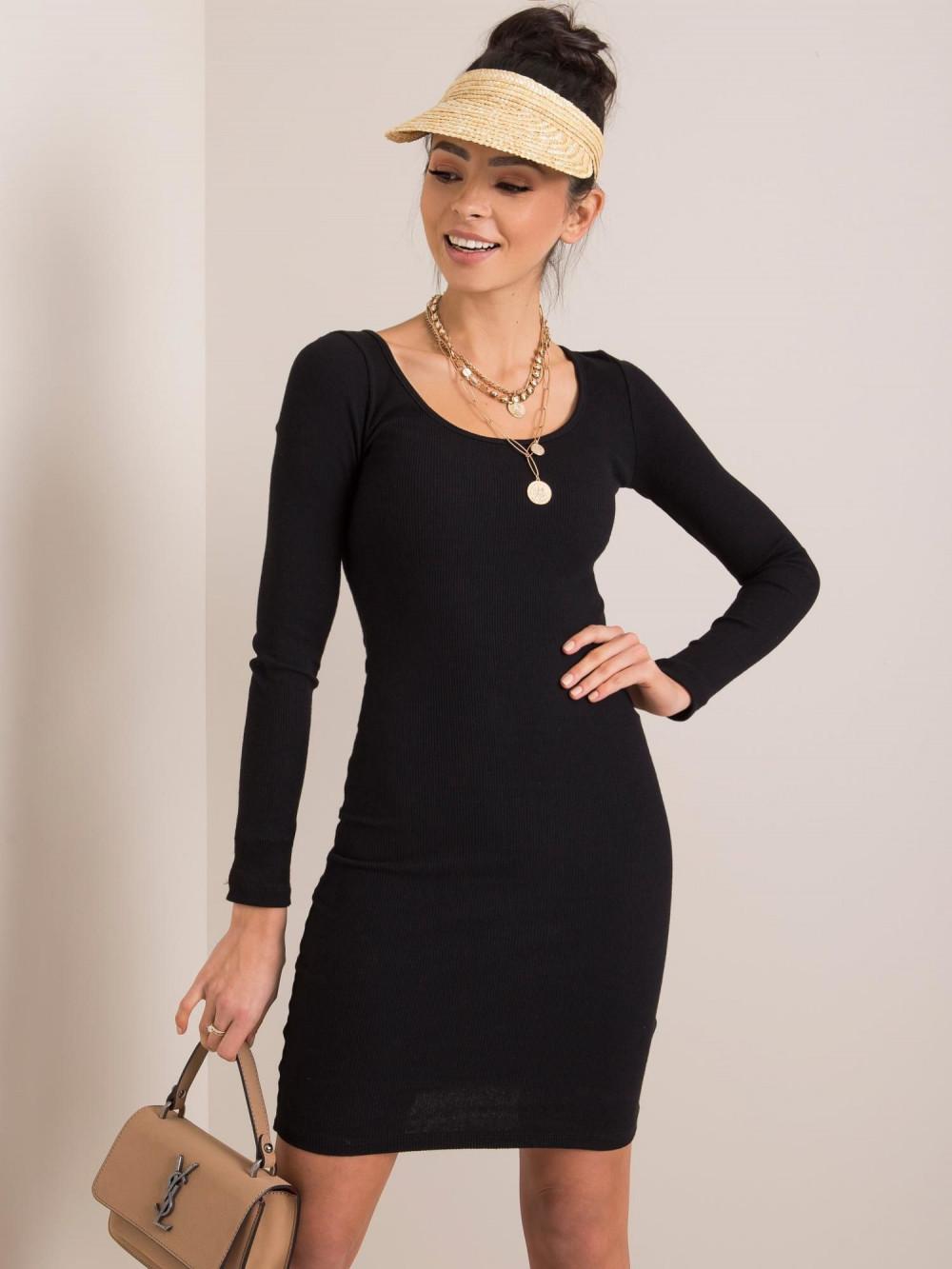Czarna dopasowana sukienka O-Neck Acera 1