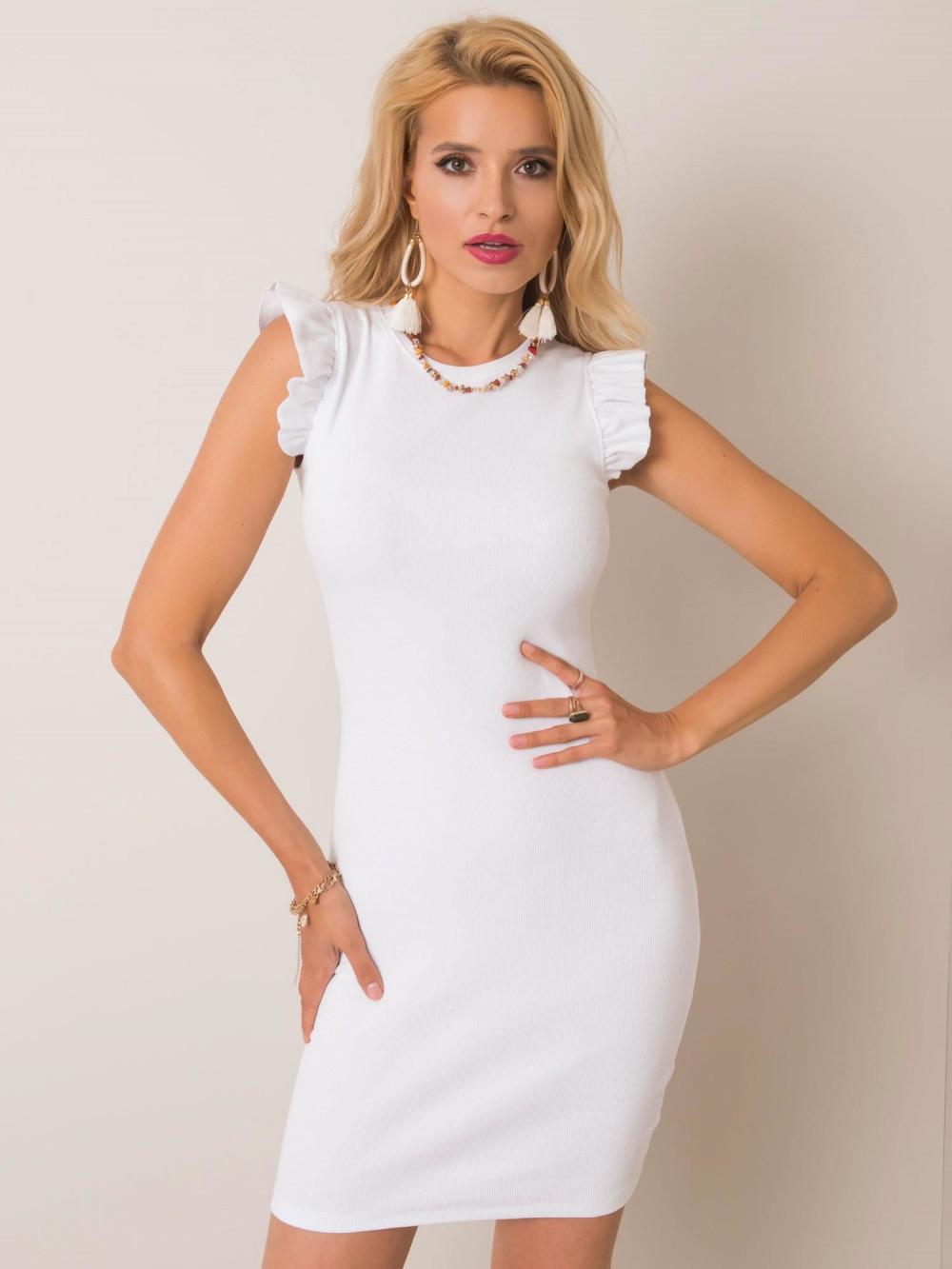 Biała dopasowana sukienka z falbankami na rękawach Biella 1