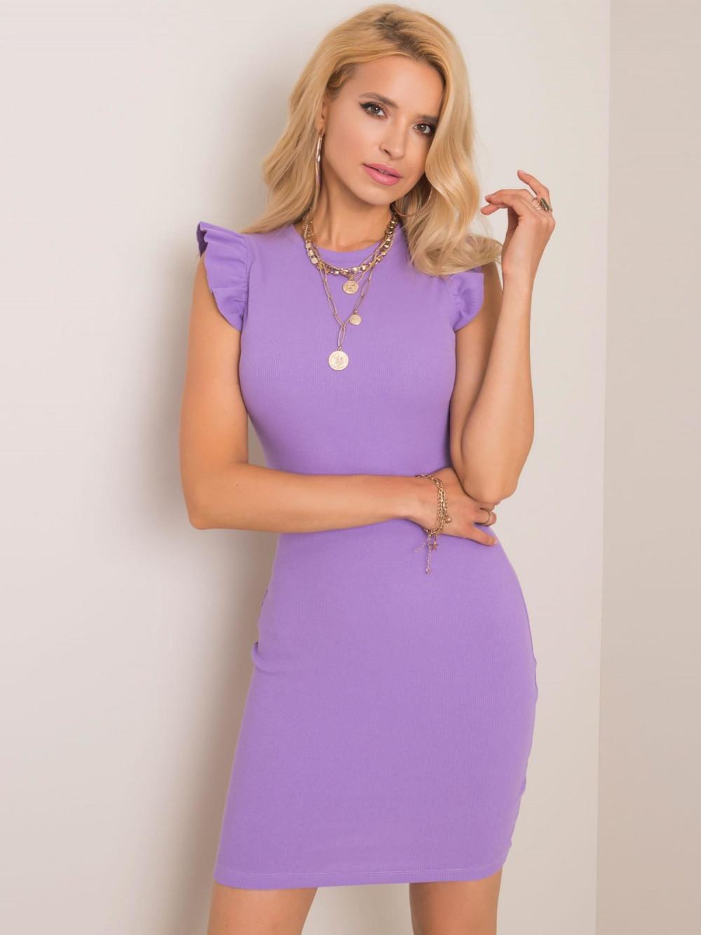 Fioletowa dopasowana sukienka z falbankami na rękawach Biella 1