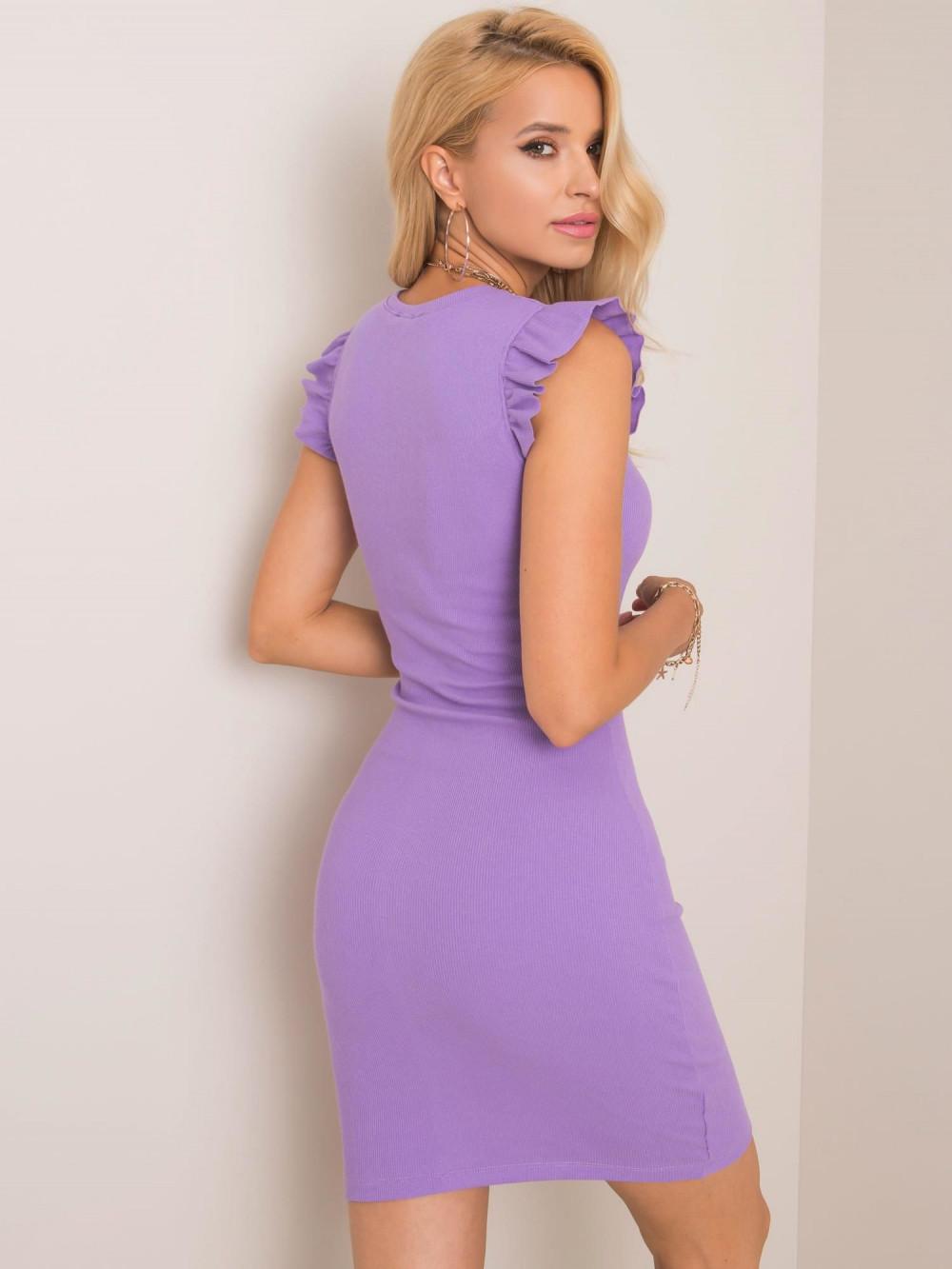 Fioletowa dopasowana sukienka z falbankami na rękawach Biella 2