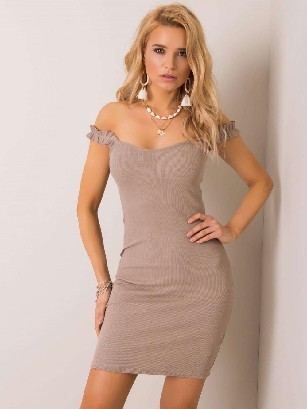 Beżowa dopasowana sukienka z falbankami na ramiączkach Firenze 1