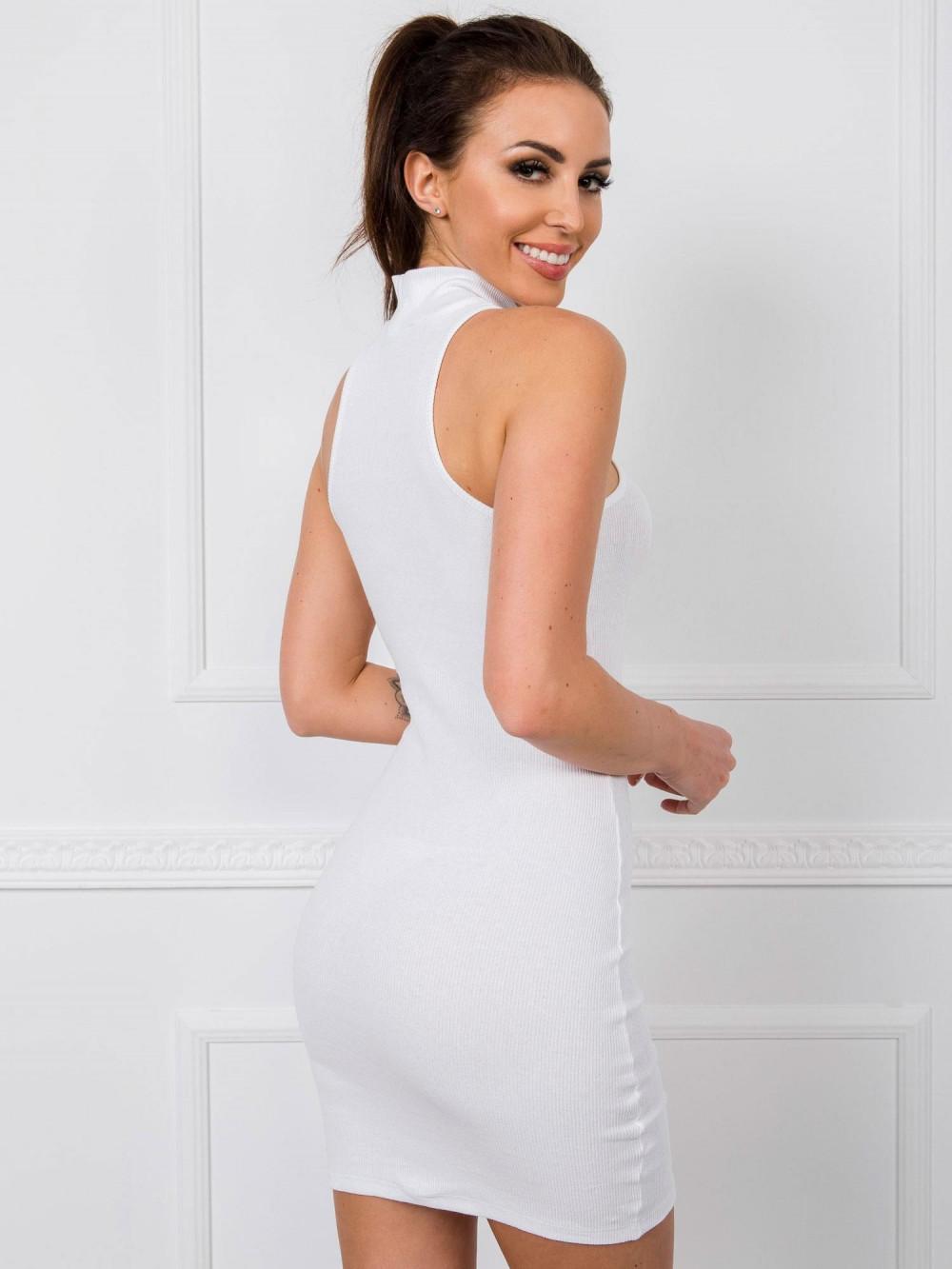 Biała dopasowana sukienka bez rękawów z golfem Soria 2