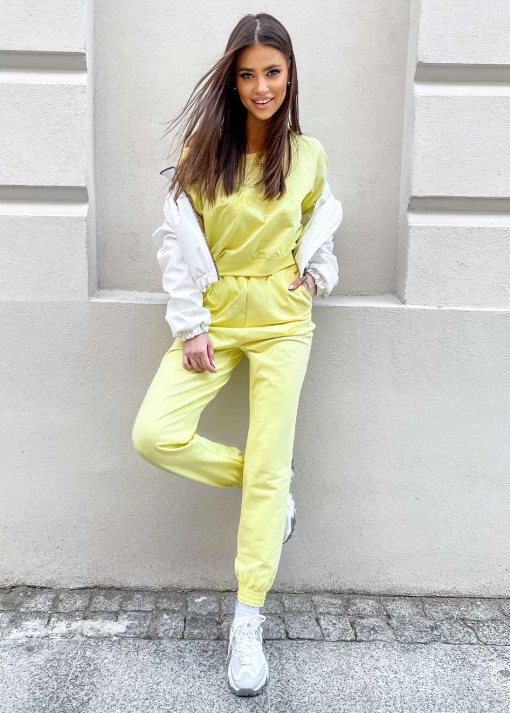 Żółty komplet dresowy z haftem Candela 1