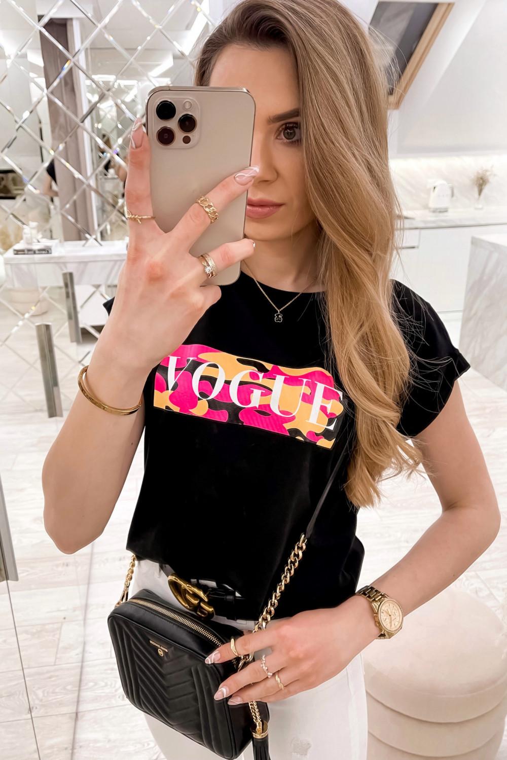 Czarny t-shirt z nadrukiem Vogue 1