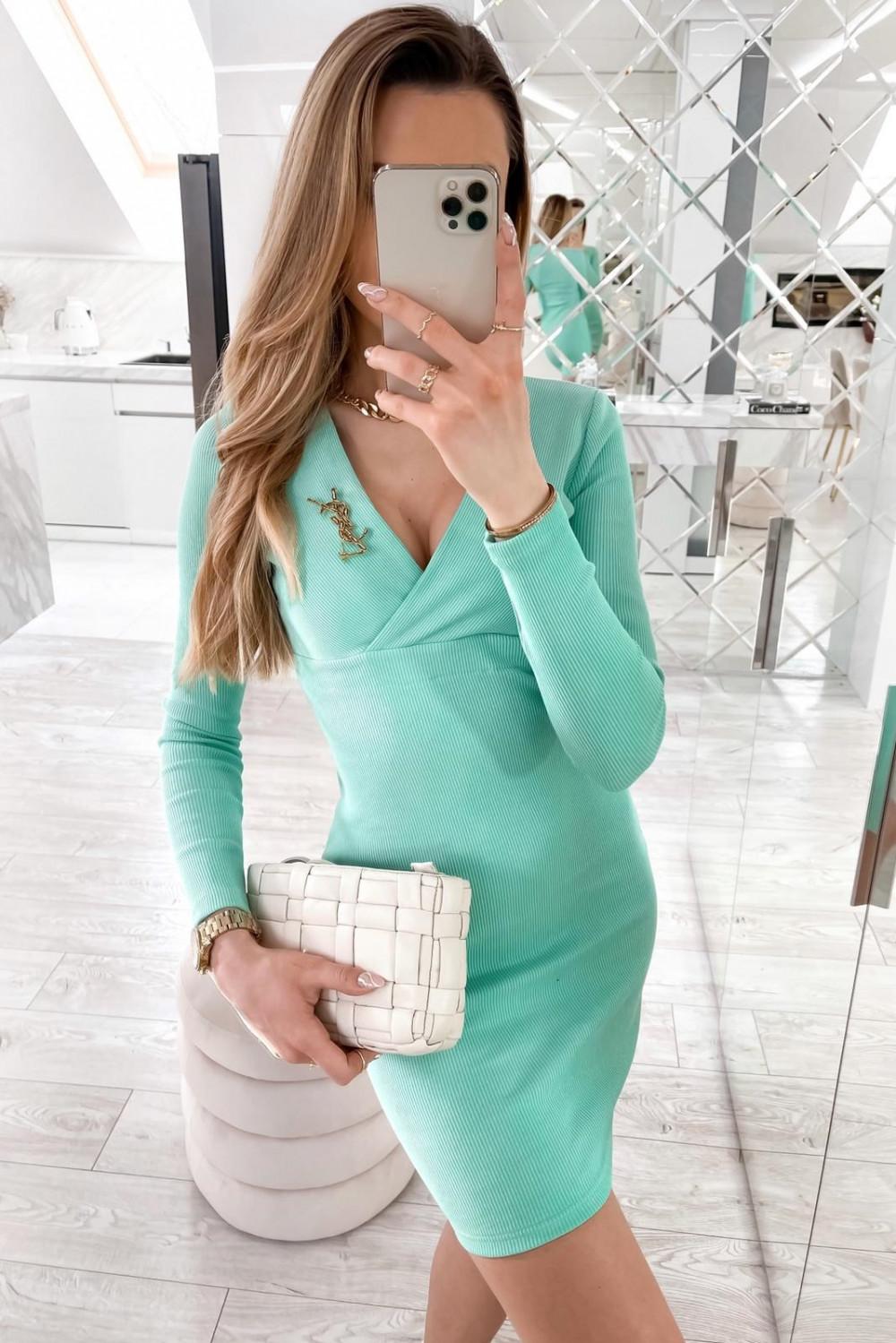 Miętowa dopasowana sukienka prążkowana Skins 3