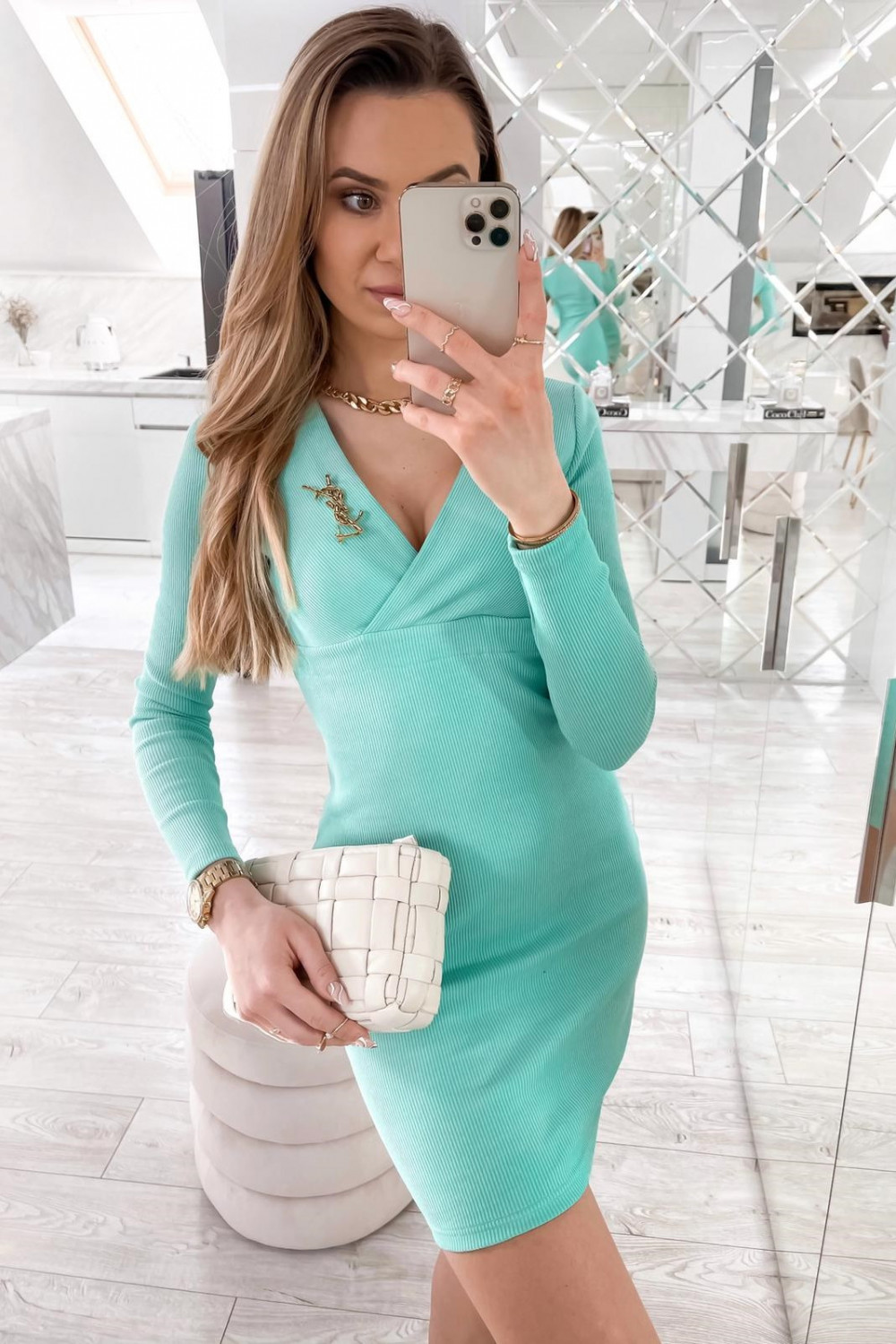Miętowa dopasowana sukienka prążkowana Skins 2