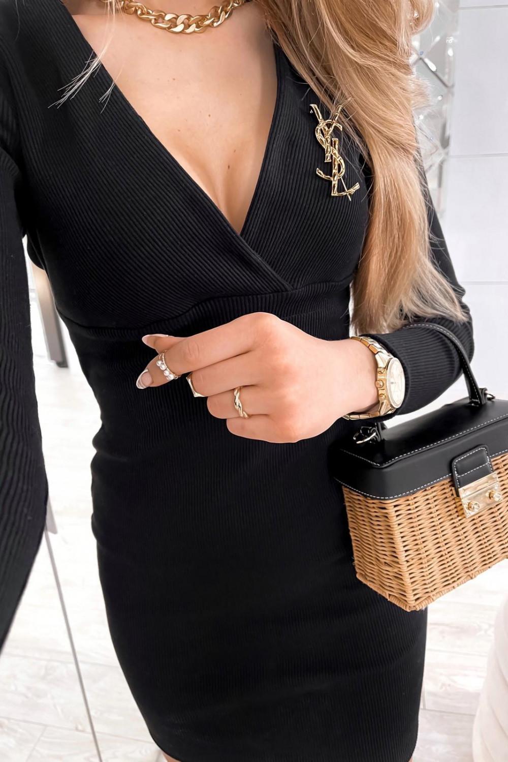Czarna dopasowana sukienka prążkowana Skins 5