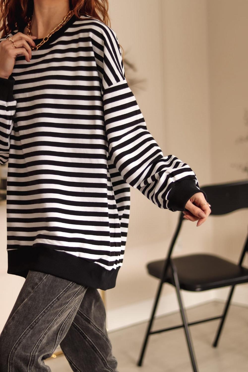 Czarna bluza oversize w paski Sailor 3