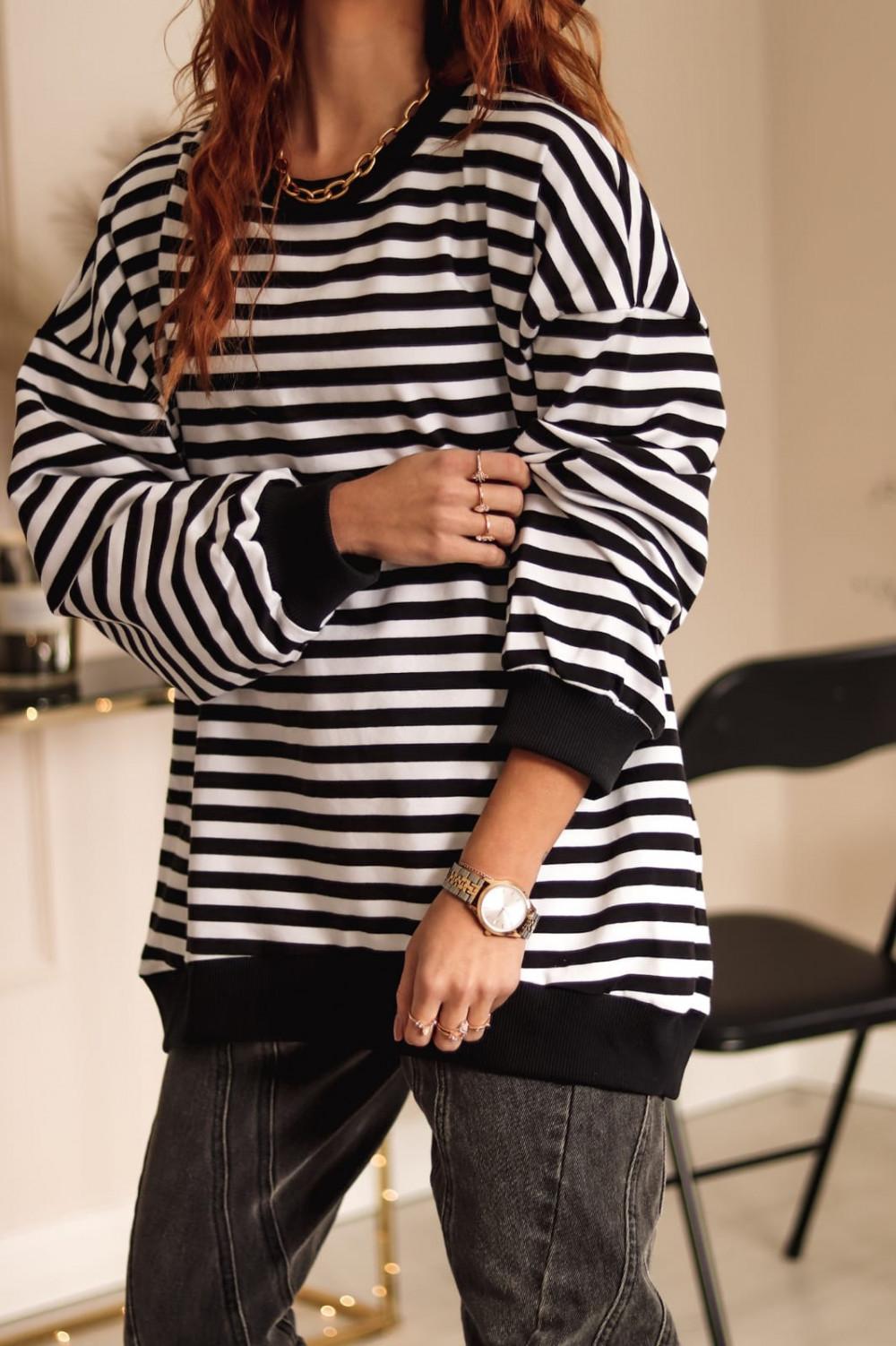Czarna bluza oversize w paski Sailor 2