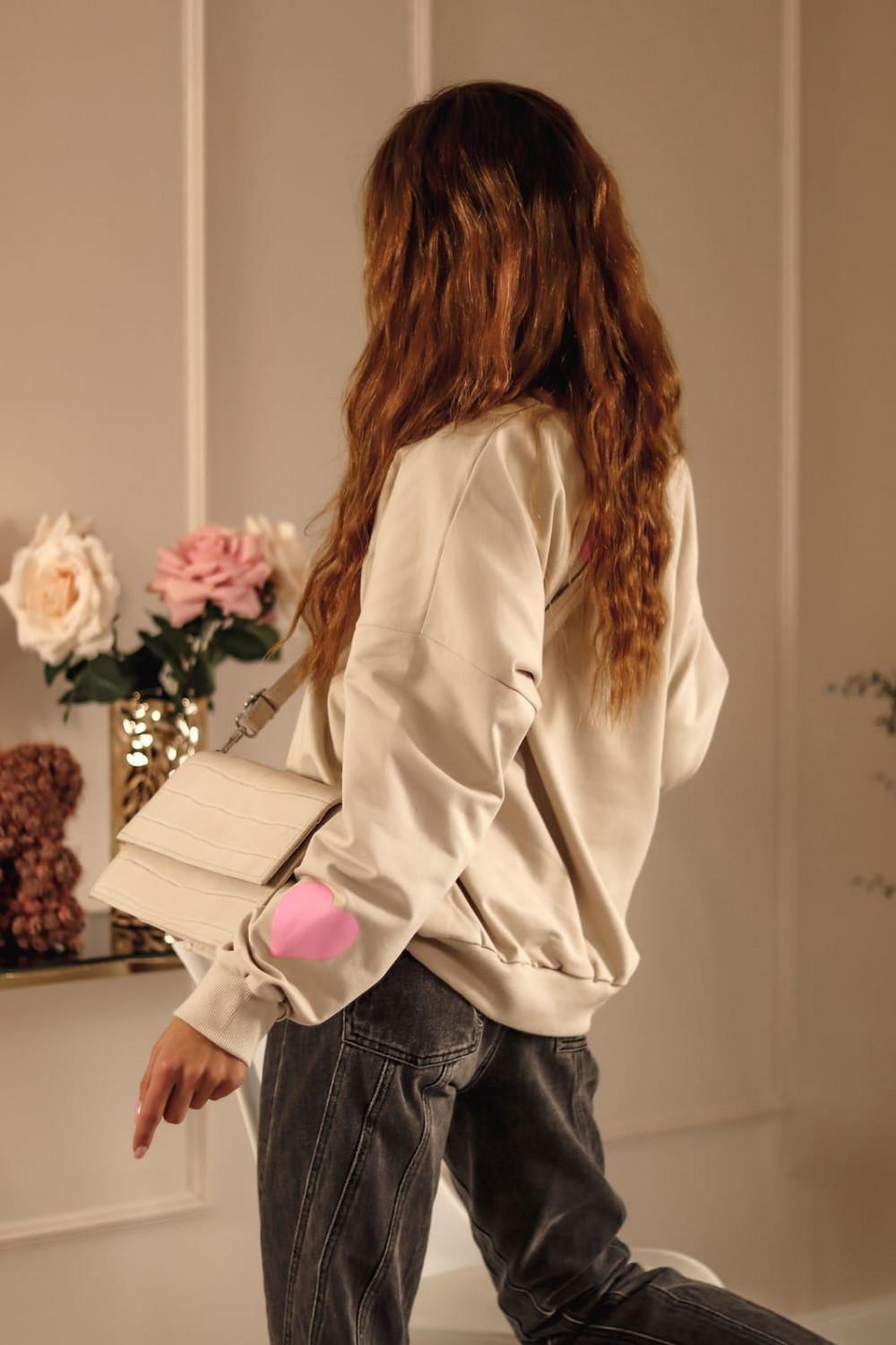 Beżowa bluza oversize z różowym sercem Hearts 4