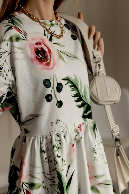 Biała rozkloszowana sukienka w kwiaty Delicante 2