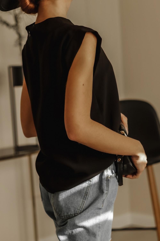 Czarna bluzka ze stójką Gamin 4