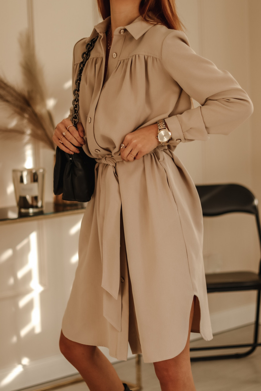 Beżowa sukienka szmizjerka z wiązaniem Louise 2