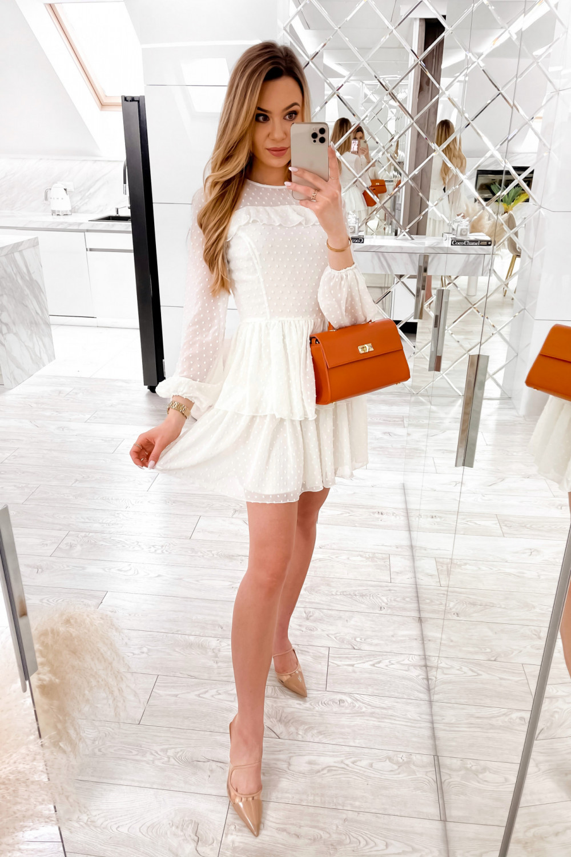 Biała sukienka rozkloszowana w kropki z bufiastymi rękawami Alices 2