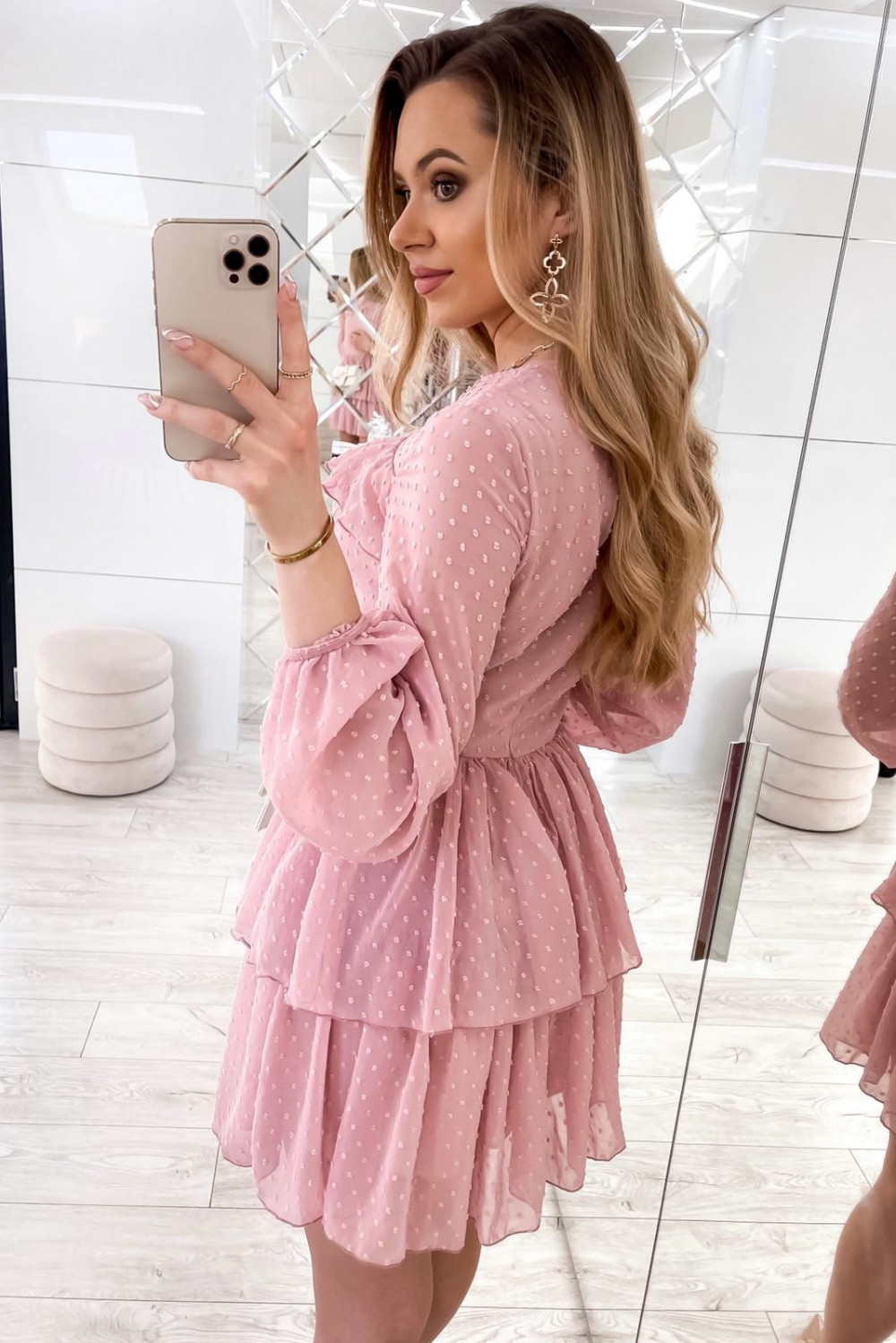 Różowa sukienka rozkloszowana w kropki z bufiastymi rękawami Alices 3